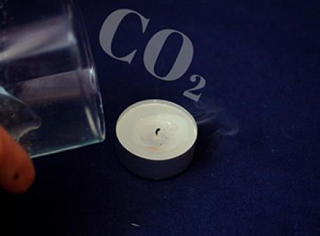 Погаснет ли свеча под действием углекислого газа