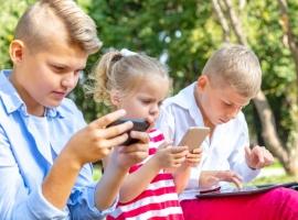 Нужно ли запрещать мобильные телефоны в школе?