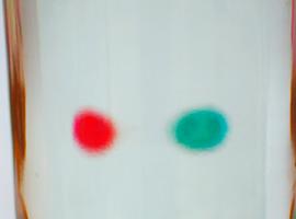 Опыт с банкой-линзой: как переворачиваются предметы