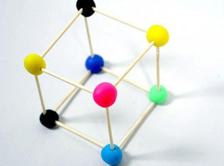 Конструктор из пластилиновых шариков и зубочисток