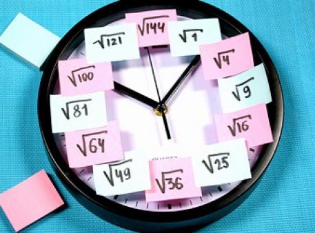 Аналоговые часы с напоминанием