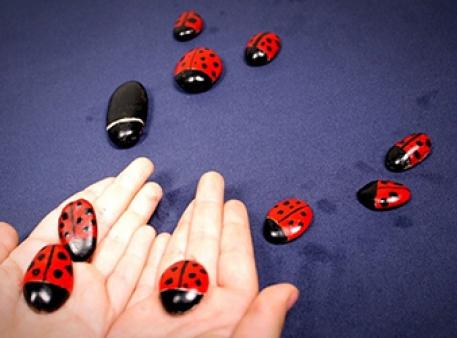 Букашки из гальки: раскрашиваем камни