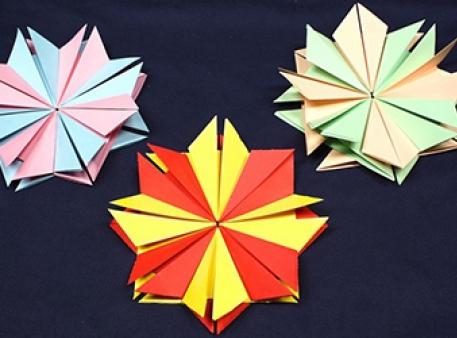 Самодельные цветы из бумажных элементов