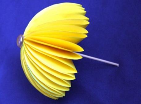 Осенние поделки: зонтик из цветной бумаги