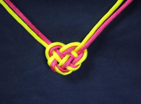 """Ожерелье из шнурков с узлом """"Кельтское сердце"""""""