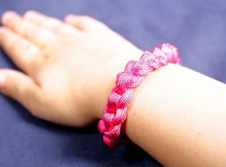 Браслет из шнурка: простая схема плетения