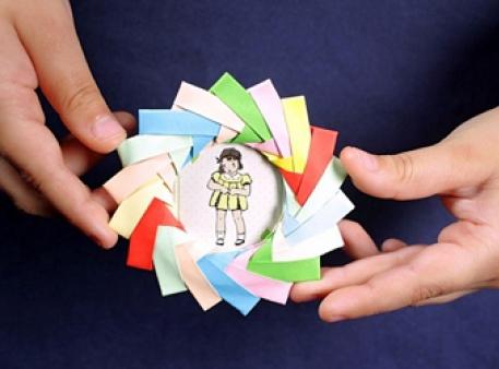 Цветная мини-фоторамка из бумажных модулей