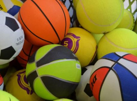 Передача энергии с помощью двух мячей