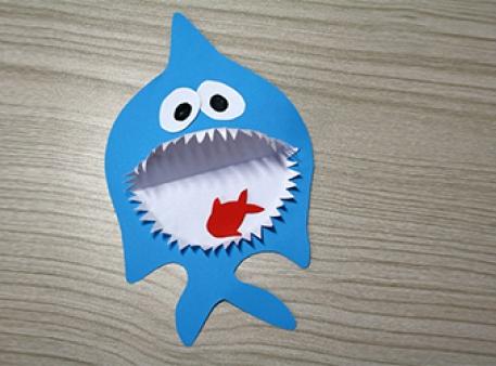 Акула с рыбкой - объемная бумажная поделка
