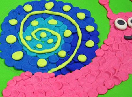 Веселая улитка из цветного теста для лепки