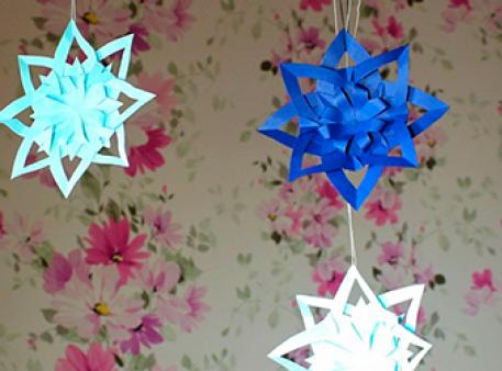 Создадим подвесной декор в виде снежинок