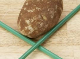 Прокалывание картофеля соломинкой