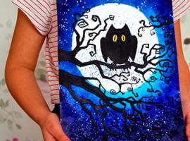 Ночная композиция: сова на фоне луны