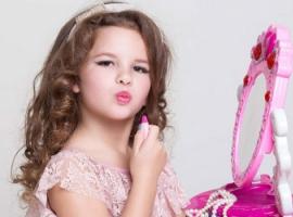 Первая косметика девочки: выбираем правильно
