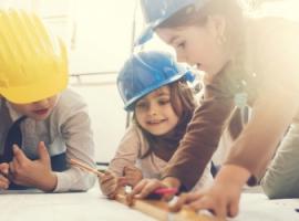 Изучаем с ребенком профессии: кто чем занимается?