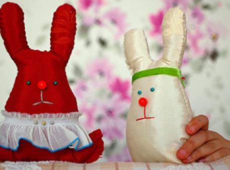 Пасхальные зайчата: игрушка своими руками
