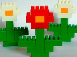 Как большие блоки конструктора превратить в цветы